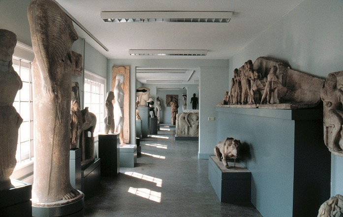 Training your sketching skills in the Museum of Classical Antiquity: Allard Pierson Museum, Amsterdam